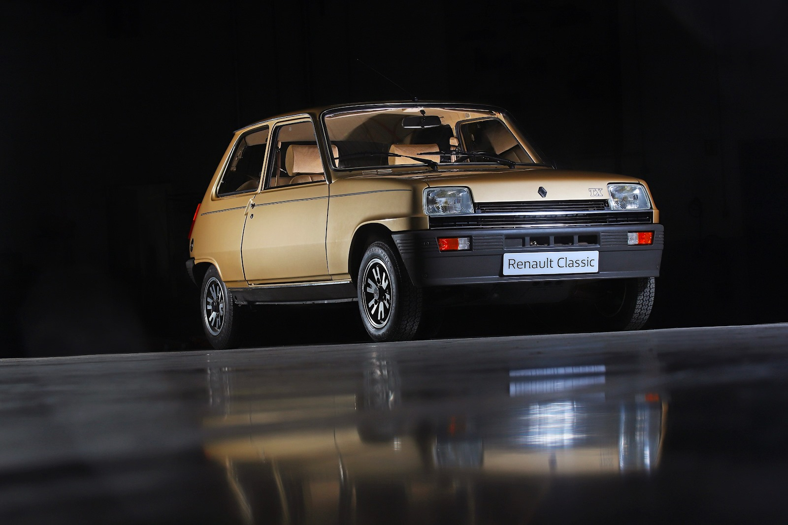 [Instant Vintage] Populaire et iconique, la Renault R5 TX nous replonge dans des...